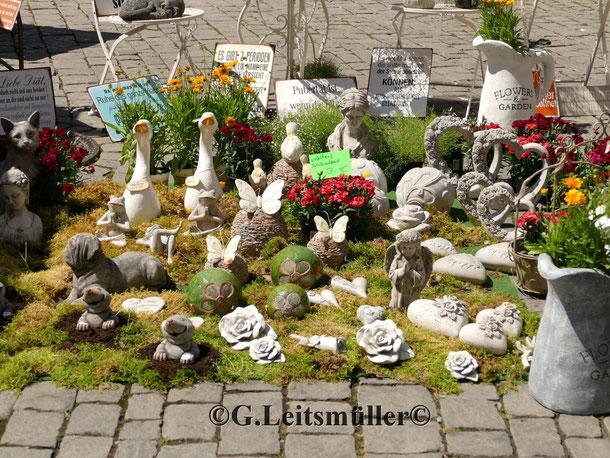 Blumen & Gartenmarkt mit Flohmarkt