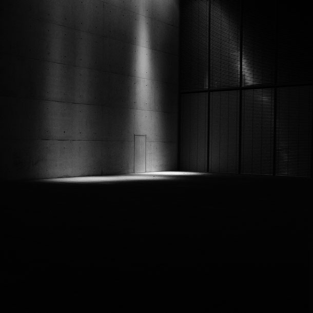 Bonn, Kunstmuseum, art museum, night, light, monocrome, black and white, schwarz weiss, artwork, fineart, Fotokunst, Schwarzweissfotografie, kreative Fotografie, Fototipps