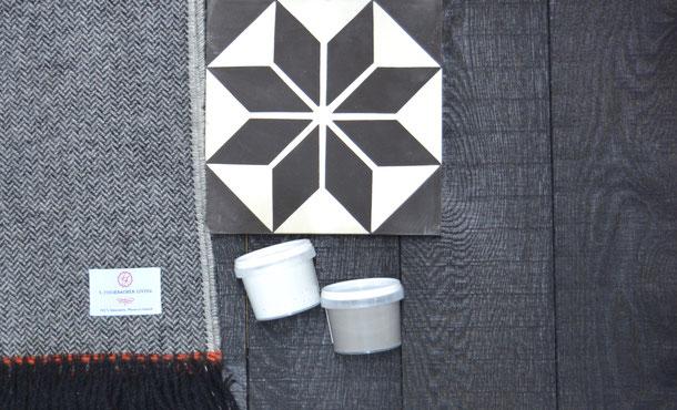 """Kombinationsempfehlung  Parkett Eiche Sägerau extrem schwarz, Zementfliese """"No° 12960, Schurwolldecke grau-schwarz"""