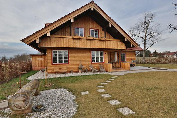 Außenansicht Seehaus, ausgestattet mit Landhausdielen Antik aus geräucherter Eiche
