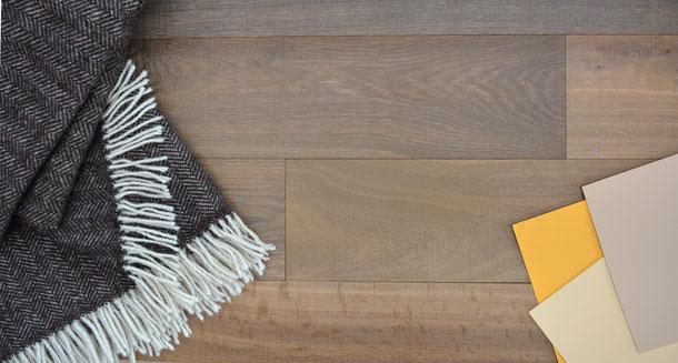 Kombinationsempfehlung Schurwolldecke grau-schwarz, Parkett Diele braun mit gelb