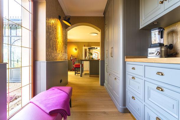 Küche mit Eichendielen, Schlossdielen