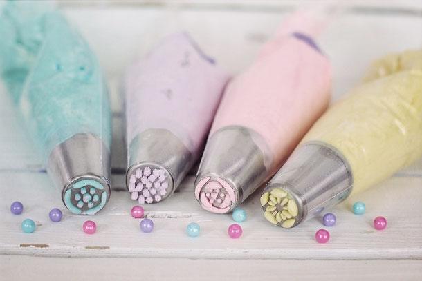 Zuckertüte, Spritzbeutel mit Füllung pastell, türkis lila, gelb, rosa