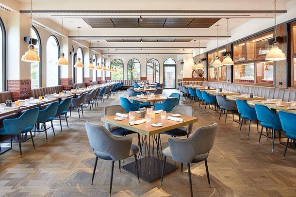 """Tafelparkett """"London"""" im Restaurant """"Kleines Port"""" im """"Hotel Hamburg Hafen"""",  ©Stimmungsfänger"""
