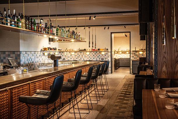 """Tafelparkett """"London"""" im Barbereich des Restaurant """"Kleines Port"""" im """"Hotel Hamburg Hafen"""",  ©Stimmungsfänger"""