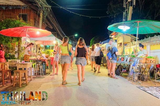 Nachtmarkt in Pai, Thailand