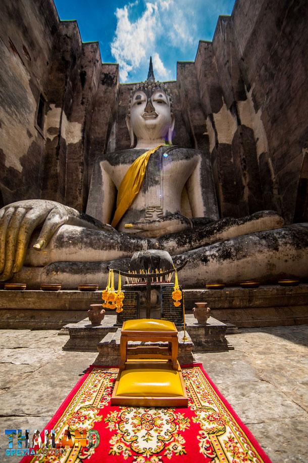 Wat Si Chum - Big Buddha in Sukhothai