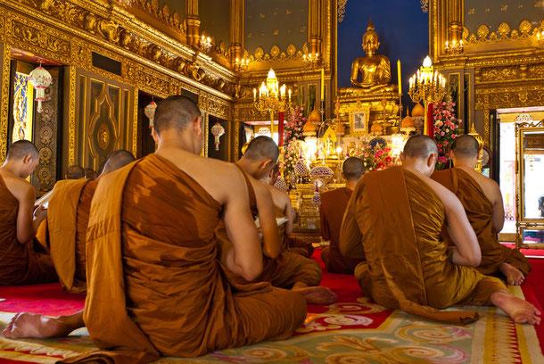 Mönche im buddhistischen Tempel