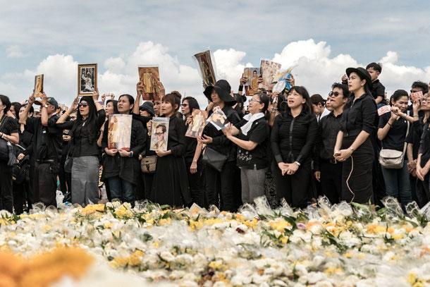 König von Thailand Bhumibol Adulyadej ist vestorben