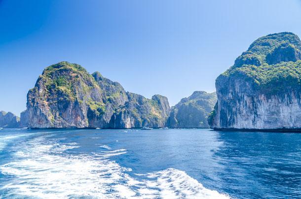 Pittoreske Naturlandschaften im Hat Noppharat Thara-Mu Ko Phi Phi Marine National Park