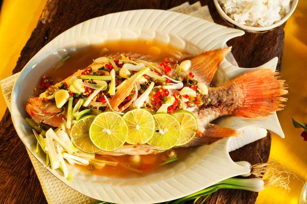 Red Snapper mit Zitronengras im Thailand Kochkurs zubereitet