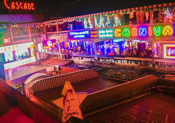 Nana Plaza in der Sukhumvit Road auch für schwule oder Lesben zum feiern geeignet.