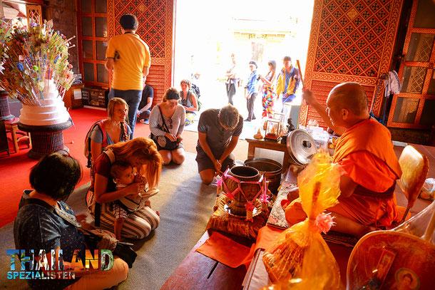 Do's & Don'ts in Thailand - vor einem Mönch in die Knie gehen