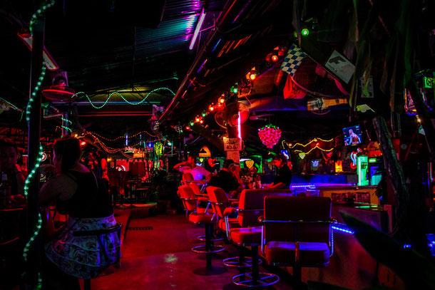 Als Frau in einer Bar in Thailand