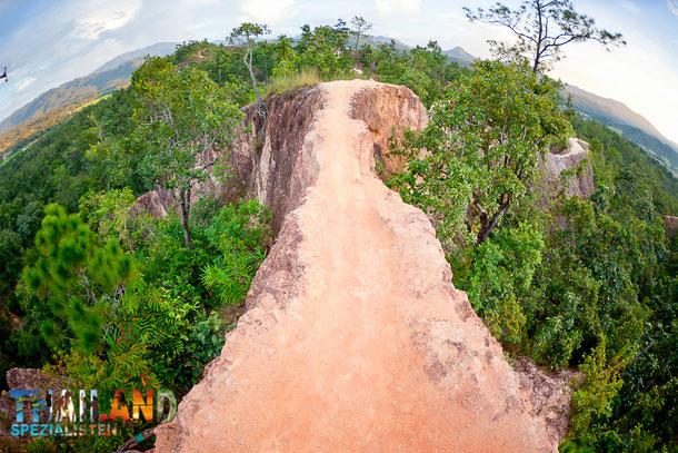 Der Pai Canyon ist eine sehr beliebte Sehenswürdigkeit und Touristen Attraktion im Norden von Thailand