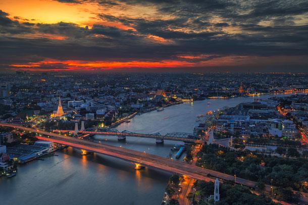 Bangkok auf einem Luxusboot erkunden