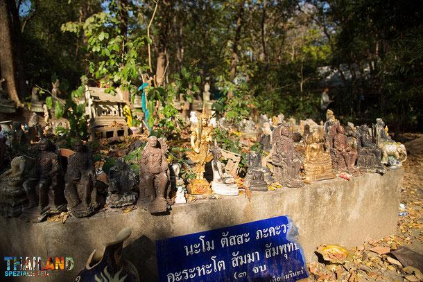 Buddhistische Figuren im Wat Umong