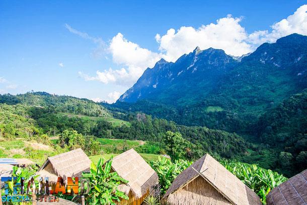 Camping in kleinen Bambushütten im Chiang Dao Gebirge