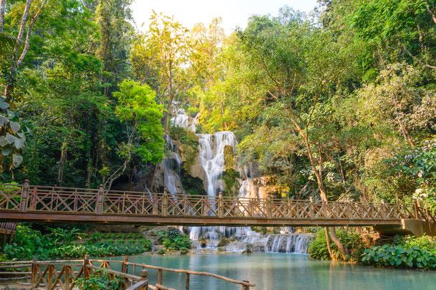 Kouangxi Wasserfall Holzbrücke