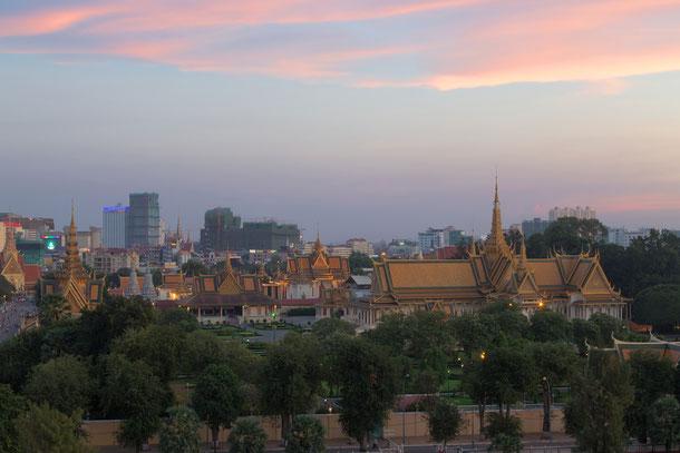 Königspalast in Phnom Penh, Kambodscha nach Sonnenuntergang