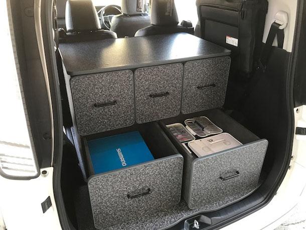 ミニバンのカスタマイズはOSPトランポキット。VOXY/ノア(NOAH)/エスクワイアで車中泊!