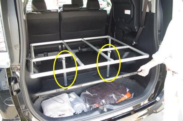 ▲中央付近にある脚がベッドを支えてくれる仕組みです。