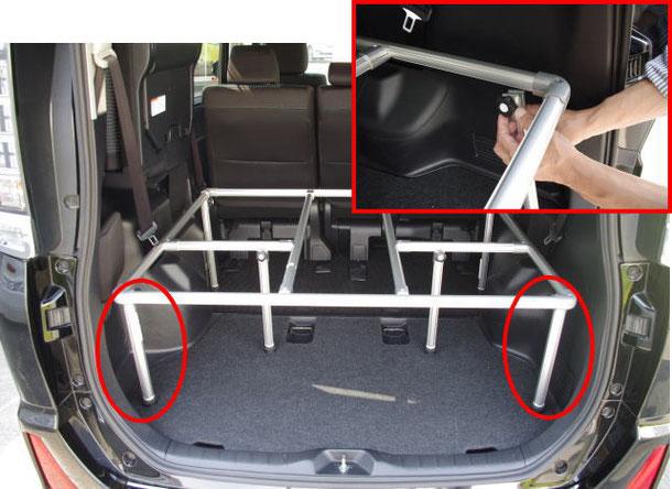 ▲トランクのフタを開けるときは、脚を外します(工具不要の『ノブボルト式』なので簡単)