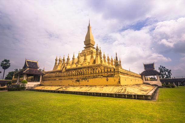 Pha That Luang steht in der Haupstadt von Laos: Vientiane.