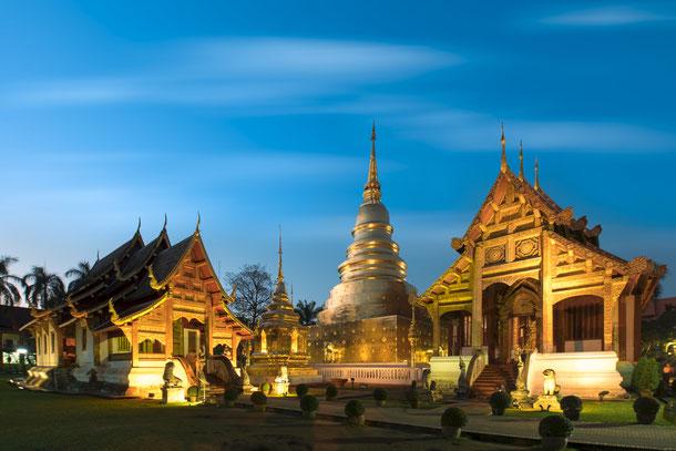 Der Wat Xieng Thong ist leicht zu Fuß zu erreichen und bietet sich für einen abendlichen Bummel an. Ganz in der Nähe befindet sich auch der bekannte Nachtmarkt von Luang Prabang.