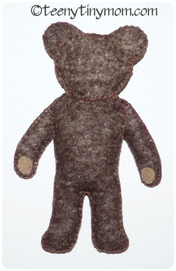 Filz Teddy von hinten