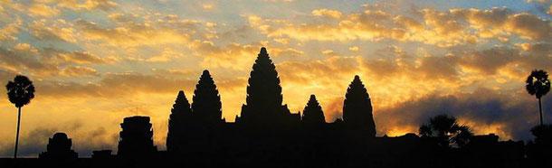 Plaine de Bagan au coucher de soleil