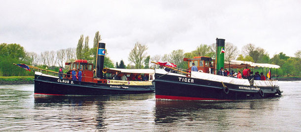 CLAUS D. and TIGER on cruise to Lauenburg, April 28th, 2002, Foto Knut Friedmann