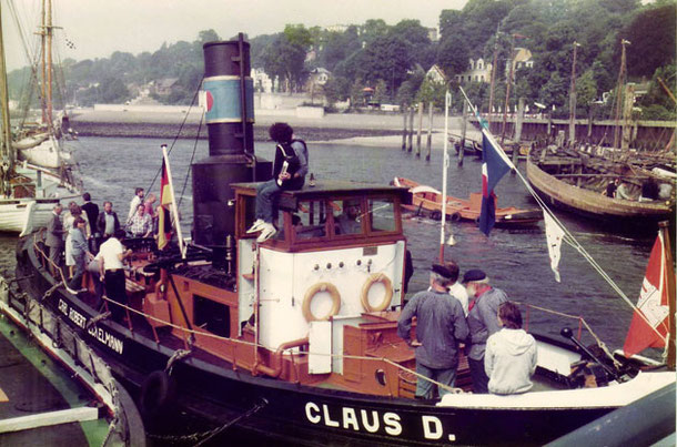 Handing Over ceremony in the Museumshafen Oevelgoenne, August 28th, 1984