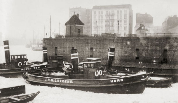 The Lütgens Tugs at their berth near the Brandshofer Schleuse in 1942. Slg. Björn Nicolaisen