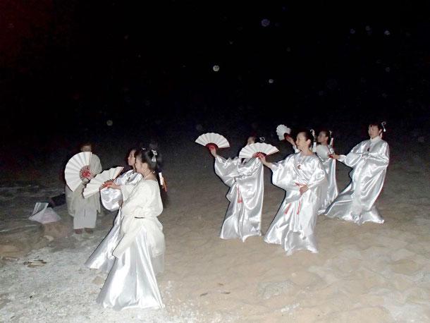 2月11日日本最南端の波照間島にて満月祭を執り行う~前年暮れの祈りで新年最初の満月は日本最南端で祈れというメッセージを受け取りました。祈りの間沢山の精霊と御霊が・・・。無事にお役目担え感謝でした~拝