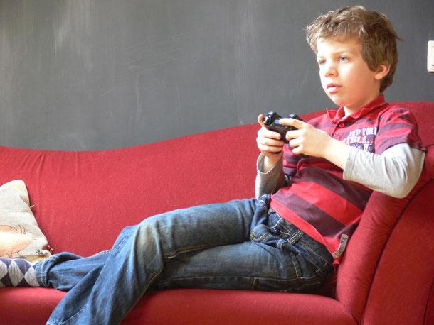 computeren,tv kijken of een spel spelen op de playstation of camecube