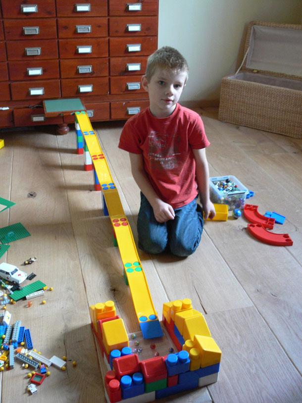 knikkerbaan maken of met de lego spelen
