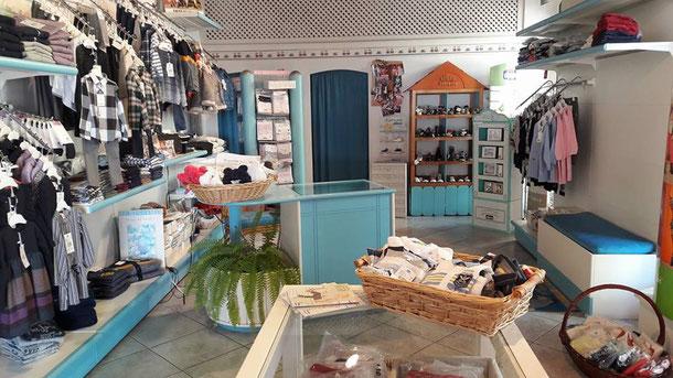 online retailer 12c73 863e5 Boutique di abbigliamento e calzature per bambini (punto ...