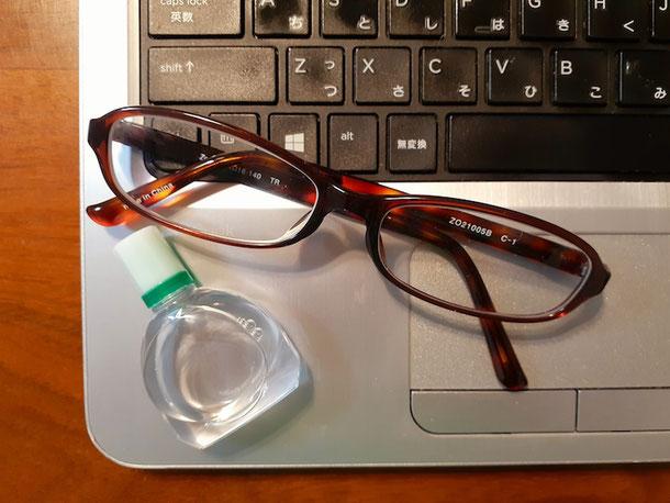 「コンタクトを外して眼鏡をかける」「目薬をさす」もドライアイ対策に。