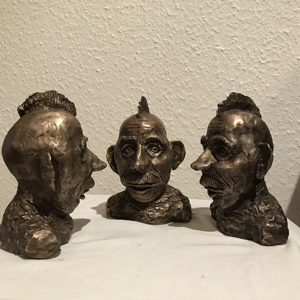 Charlie & Charlie & Charlie discussing the case, bronze, 3 x (15 X 10 x 11 cm), 2021, 7/ 1, 2, 3