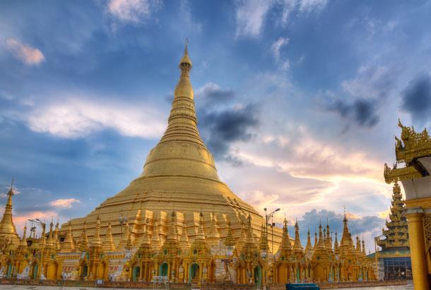 Die Rundreise durchs Faszinierende Myanmar beginnt in Yangon mit dem Besuch der goldenen Pagode.