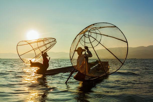 Der Inle-See in Myanmar mit seinen berühmten Einbeinruderern.