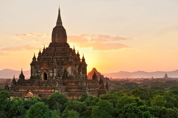 Sonnenuntergang über Bagan.