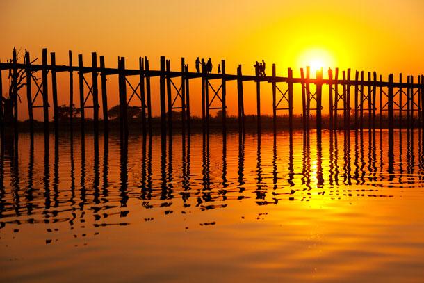 Mit Ihren 1.200 Metern ist die U Bein Brück  bei Amarapura die längste Teakholzbrücke der Welt