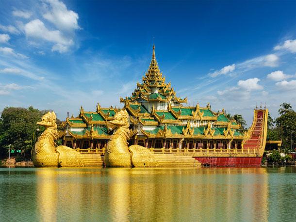 Karaweik Kandawgyi Lake, Yangon