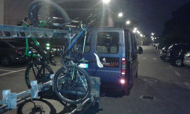 Siamo di nuovo in pista.... Il periodo vacanziero è stato lungo ma nel frattempo - grazie ad Ivano- il gruppo ora dispone di un furgone carrellato