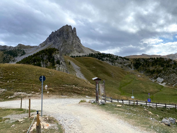 a Col del Preit seguiamo, in salita, le indicazioni per il rifugio Gardetta