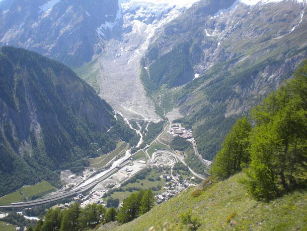 Laggiù,ma molto giù, Entreves con l'ingresso del Tunnel del Monte Bianco