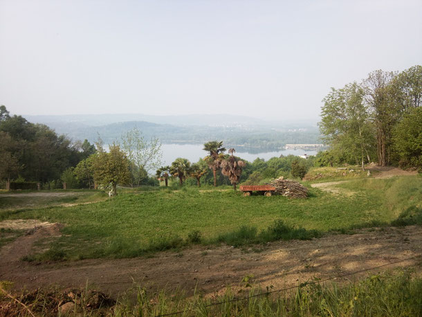 Piverone , ore 8.30 circa, dopo un buon caffè al bar di Enrico si parte verso le colline che sovrastano Viverone