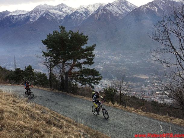 Il panorama spazia su gran parte della Val di Susa ...... Di fronte il Colle delle Finestre.............